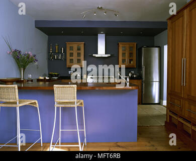 Central island unit breakfast bar in modern country style kitchen ...