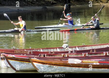 London.UK. 5th May 2018. UK Weather: Canoeists practice in the heat.© Brian Minkoff/Alamy Live News - Stock Photo