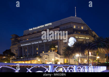 The Fullerton Hotel remembering Mr Lee Kuan Yew who passed away on 23 March 2015 in Singapore. - Stock Photo