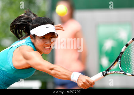 Paris. 23rd May, 2018. Lu Jingjing of China returns the ball to Gabriella Taylor of Britain during the women's singles Qualification 1st round match of French Open in Paris, France on May 23, 2018. Lu lost 0-2. Credit: Chen Yichen/Xinhua/Alamy Live News - Stock Photo