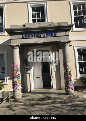 Liskeard, UK. 25th Sep, 2017. Cornish Times Liskeard Cornwall September 2017 adverting on its Pillars adorned with - Stock Photo