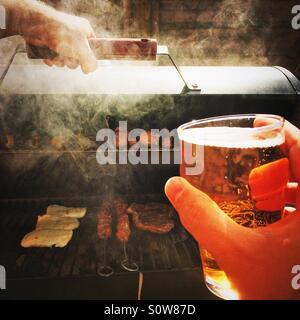 Beer and barbecue - Stockfoto