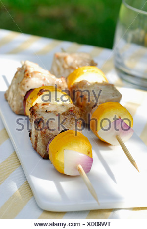 Brochettes of marinated and grilled tuna - Stock Photo