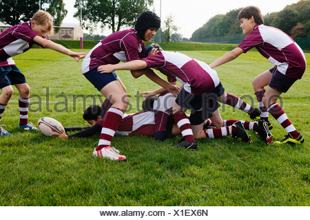 Teenage schoolboy rugby team practicing - Stock Photo
