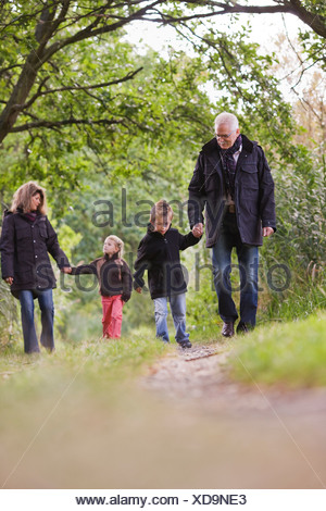 four paths single parents Nowadays, it is just as common for children to be in a single-parent family than a traditional two-parent family due to divorce rate, delays in marriage, and those shunning the institution of marriage altogether, single-parent families are becoming increasingly popular there are many advantages.