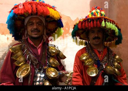 Zwei Wasser-Verkäufer in der Medina von Marrakesch, Marokko - Stockfoto