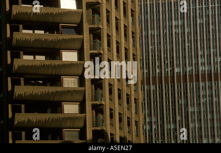 Barbican-Wohnanlage in der City of London. Teil in privaten Besitz anderen kommunalen - Stockfoto