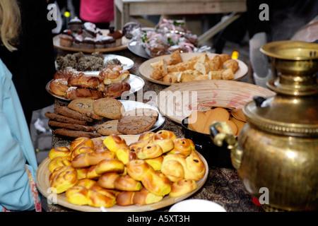 Die unwiderstehliche Kuchen und Kekse stall Openair Weihnachtsmarkt in Haga, Göteborg, Schweden - Stockfoto