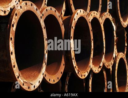 Alte Metall-Rohre auf einer Industriebrache, Brunsbüttel, Schleswig-Holstein, Deutschland - Stockfoto