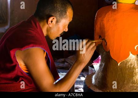 Junger Mönch Paiting ein Buddha im Inneren Thikse Kloster Ladakh indischen Himalaya - Stockfoto