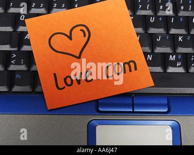 Memo-Hinweis auf Notebook Liebe com - Stockfoto