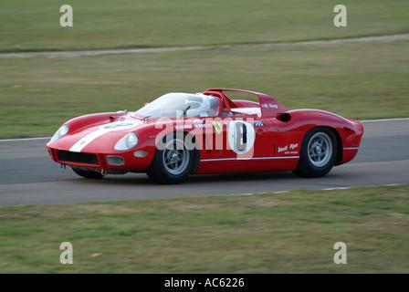 Ferrari 365 p Sportwagen Motorsport Goodwood Revival Meeting 2003 West Sussex England Vereinigtes Königreich Großbritannien - Stockfoto