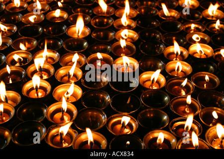 Gebet-Kerzen im Kloster am Swayambhunath - Stockfoto