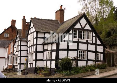 UK Wales Powys Montgomery Arthur Street alte Fahne der Feder Inn gerahmte Holzhaus - Stockfoto