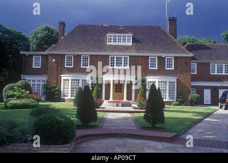 Wünschenswert Neo georgischen freistehendes Haus, Hampstead, Nord London, UK gesehen bei der Verlagerung von Sonne - Stockfoto