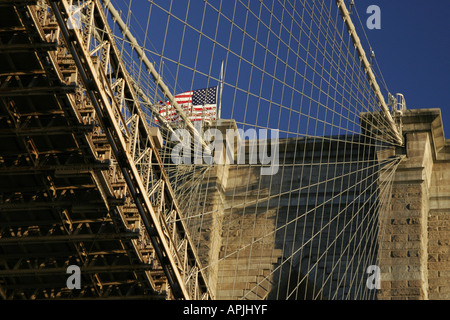 New York Brooklyn Bridge von einem Boot auf der Circle K-Tour der Insel manhattan - Stockfoto