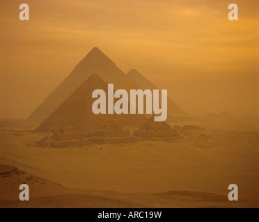 Die Pyramiden, Gizeh, UNESCO-Weltkulturerbe, in der Nähe von Kairo, Ägypten, Nordafrika, Afrika - Stockfoto