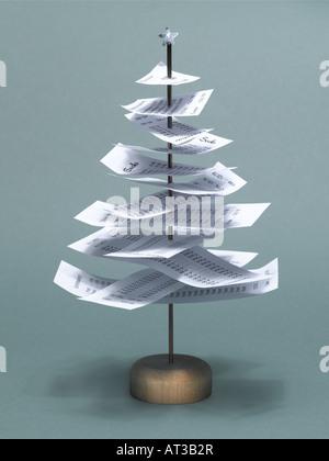 Ein Eingang Baum mit einem silbernen Weihnachtsstern auf der Spitze - Stockfoto