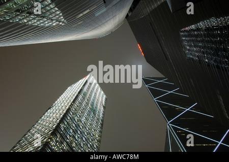 Hoch aufragende Wolkenkratzer im Zentrum von Hong Kong, Hong Kong Island, China, Asien - Stockfoto