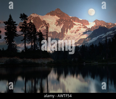 USA - WASHINGTON: Bild See und Berg Shuksan - Stockfoto