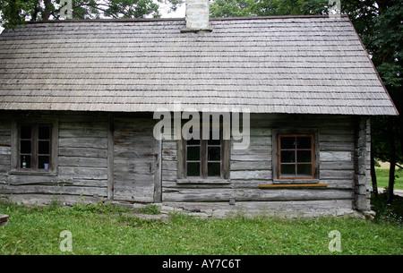 malerisches landhaus aus stein mit holzveranda und kleinen ummauerten vorgarten am meer im dorf. Black Bedroom Furniture Sets. Home Design Ideas