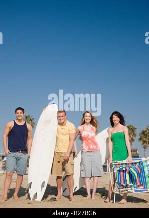 Gruppe von Freunden am Strand - Stockfoto