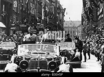 Hitler und Mussolini in einem Auto / 1940 - Stockfoto