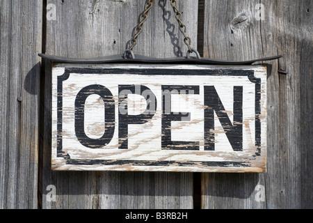 """altes Schild """"geöffnet"""" - Stockfoto"""