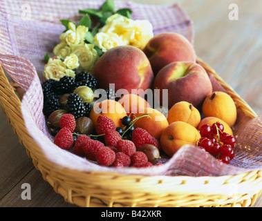 Auswahl von Sommerfrüchten - Stockfoto