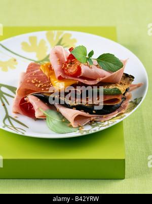 Schinken und gegrilltem Gemüse Schicht - Stockfoto