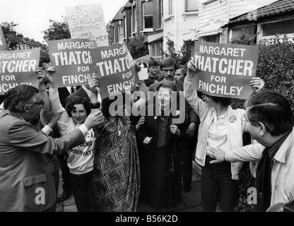 Mrs Margaret Thatcher in Finchley während ihres Wahlkampfes. Mai 1983 P009157 - Stockfoto
