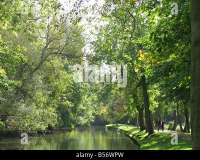 OXFORD, GROßBRITANNIEN. Der Fluss Cherwell läuft durch Christ Church Meadow kurz davor schließt sich an die Themse. - Stockfoto