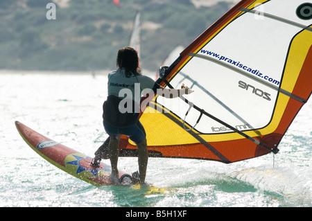 Mann ein Windsurf Halsen - Stockfoto