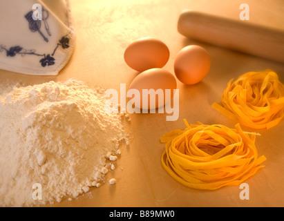 Pasta von Eiern und Mehl - Stockfoto