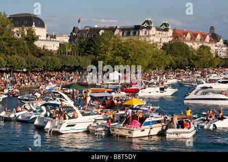 Schweiz Zürich street Parade Party Boote am Zürichsee - Stockfoto