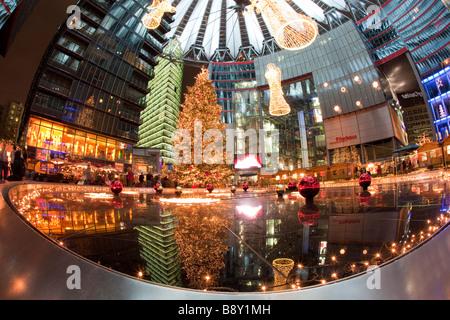 deutschland berlin potsdamer platz weihnachtsmarkt nacht beleuchtung stockfoto bild. Black Bedroom Furniture Sets. Home Design Ideas