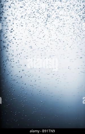 Luftblasen im Wasser Nahaufnahme. - Stockfoto