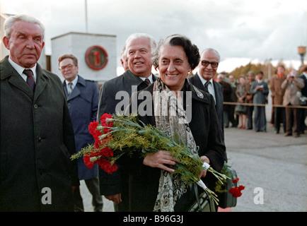 Indische Premierministerin Indira Gandhi zu einem offiziellen Besuch in der Sowjetunion vor dem Flug von Tallinn - Stockfoto