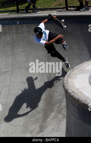Skateboarder machen Tricks Culver City Skateboard Park Culver City Los Angeles County California Vereinigten Staaten - Stockfoto