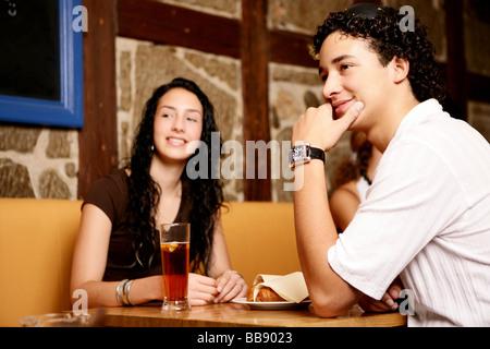 Teenager flirten