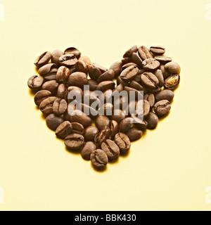 Eine Herzform Luxus Kaffeebohnen. - Stockfoto