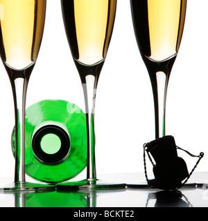Champagner Stillleben über weiß - Stockfoto