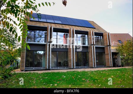 """Paris, Frankreich, Green House, integrierte Solarzellen, """"Passivhaus"""" """"Maison passiv"""", """"Öko-Haus"""" außerhalb - Stockfoto"""