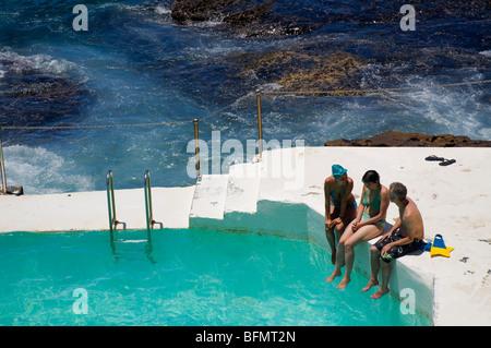 Australien, New South Wales, Sydney.  Schwimmer am Bondi Icebergs Swimming Pool am Bondi Beach. - Stockfoto