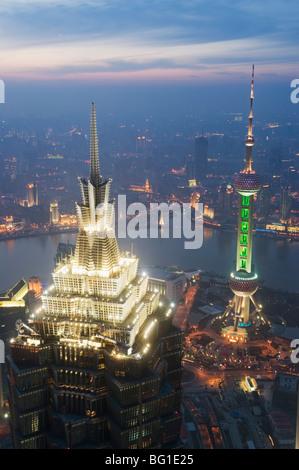 Jinmao und Pearl Towers und Pudong Skyline, Shanghai, China, Asien - Stockfoto