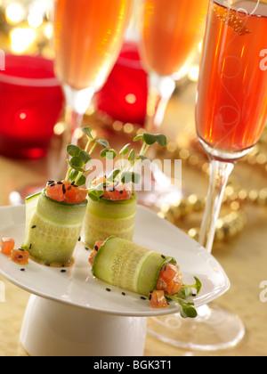 Ahi Thunfisch Gurke rollt mit Granatapfel prosecco - Stockfoto