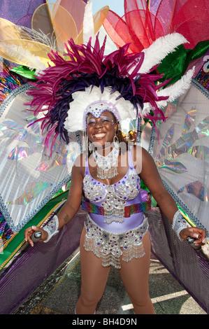 Frau im Kostüm für die Caribana Festival Parade, Toronto, Ontario - Stockfoto