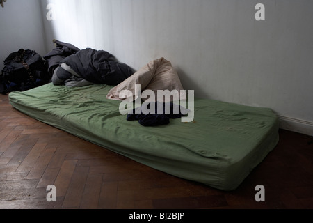 schlafzimmer in bauf lligen haus stockfoto bild 47430565 alamy. Black Bedroom Furniture Sets. Home Design Ideas