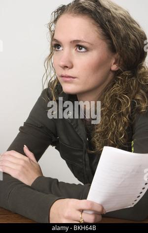 Junge Frau in Not - Stockfoto