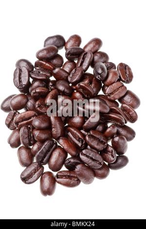 Kaffeebohnen isoliert auf weißem Hintergrund - Stockfoto